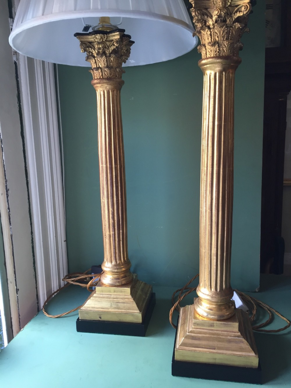 magnificent pair of late c19th carved giltwood corinthian column tablelamps