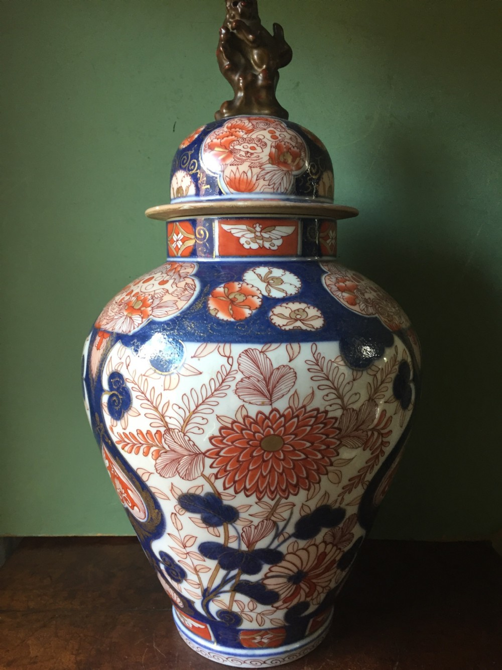 c18th japanese imari pattern porcelain vase and cover