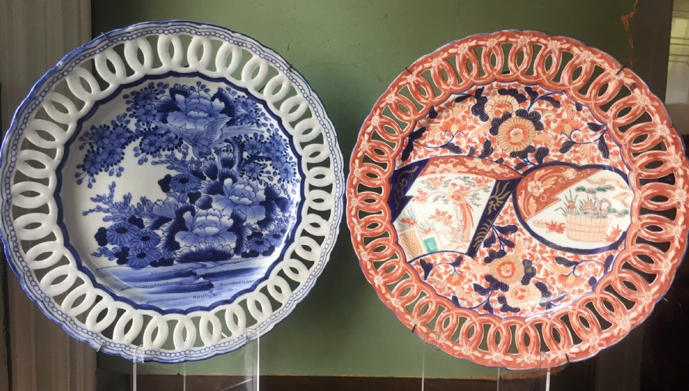 matched pair of late c19th japanese imari porcelain chargers of identical size and shape