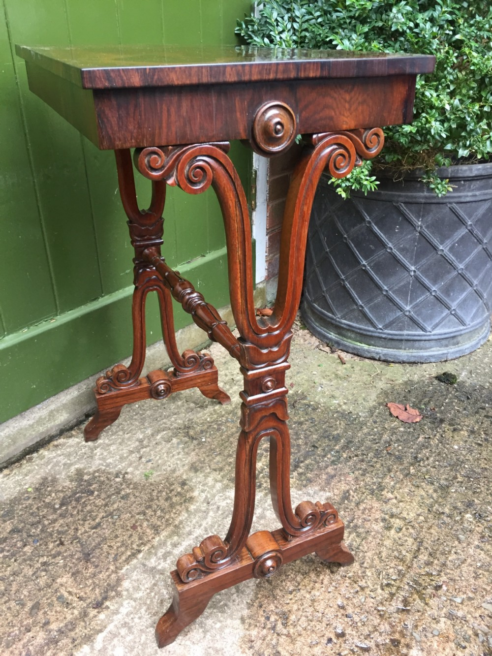 smart early c19th george iv period rosewood lamp table on a carved base